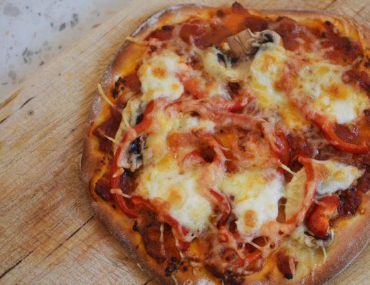 Pizzadeeg uit de broodmachine